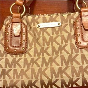 Authentic MK purse with great hardware!